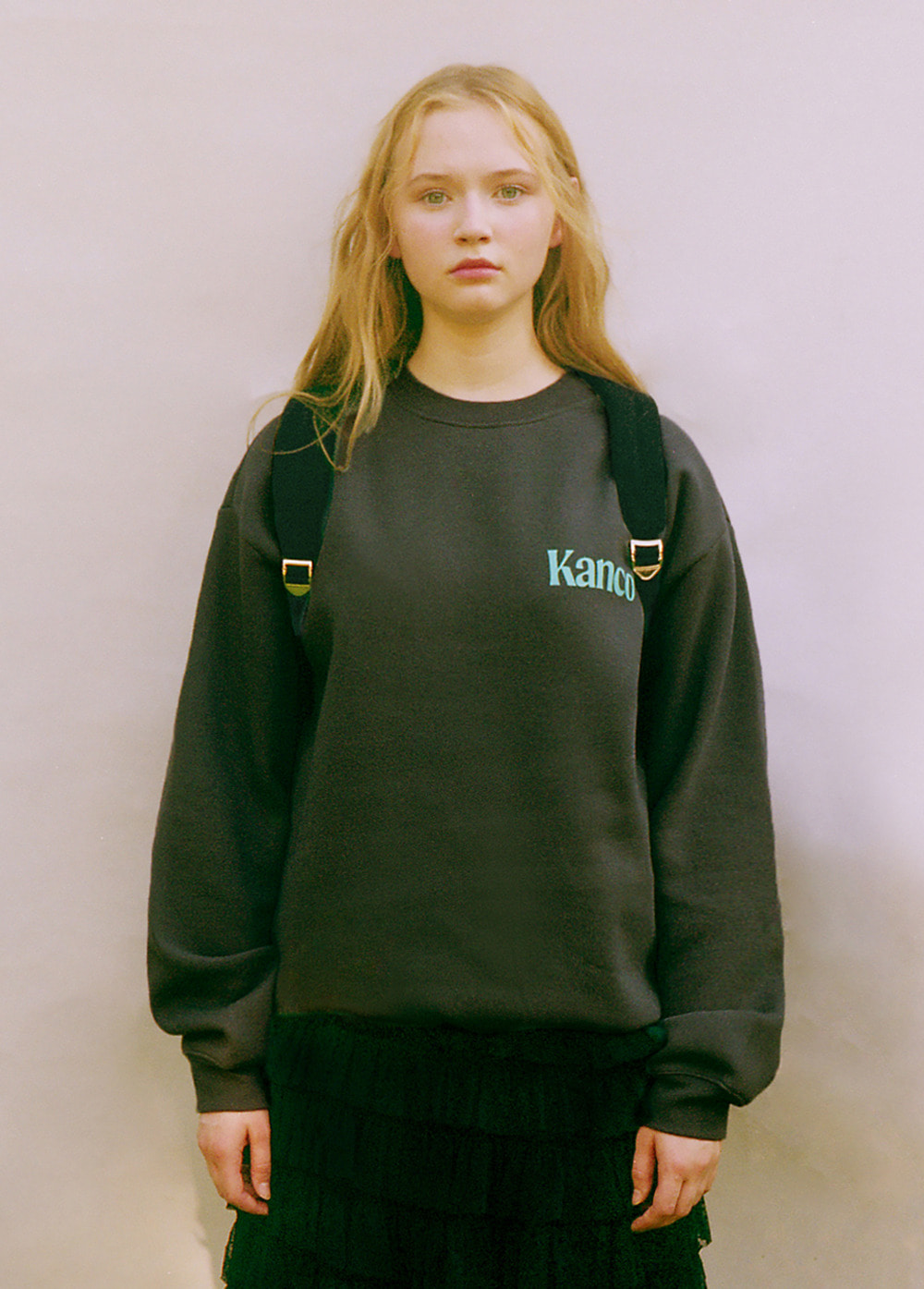 KANCO MINI SERIF LOGO SWEATSHIRT charcoal