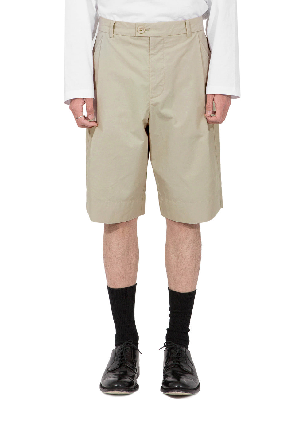 ONE TUCK BERMUDA SHORTS beige